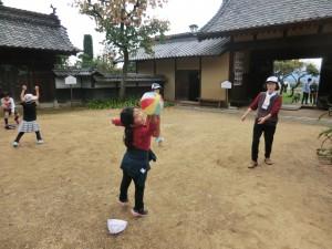 紙風船で遊ぶ