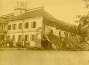 昔の開智学校