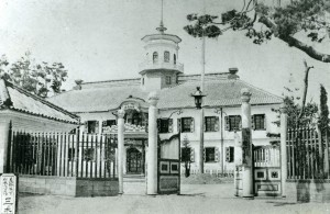 創建当初の旧開智学校校舎