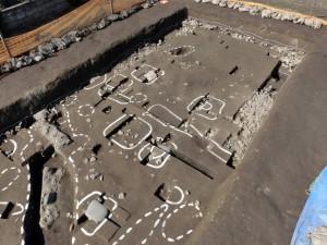 05 井川城跡の発掘状況(主郭南西部の礎石建物跡)