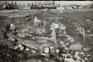 安塚古墳発掘の様子