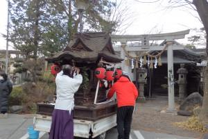 1月の年中行事「初市」はお神輿を運ぶところから始まります
