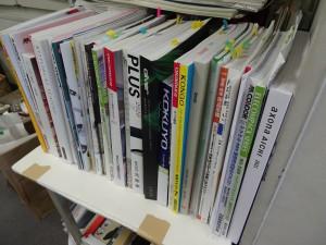 事務所にある備品のカタログです。 見れば見るほど迷ってしまいます。