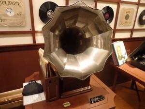 ラッパ型蓄音機