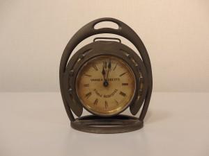 蹄鉄形置時計